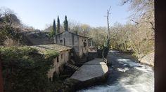 Paisaje senda fluvial río Arenterio Cabin, House Styles, Scenery, Fotografia, Cabins, Cottage, Wooden Houses