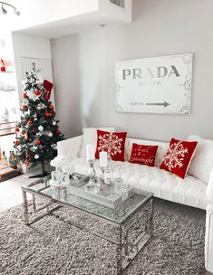 50 Trendy and Beautiful DIY Christmas Lights Decoration Ideas - The Trending House Christmas Bedroom, Christmas Mood, Christmas 2016, Christmas Interiors, Christmas Living Rooms, Diy Christmas Light Decorations, Holiday Decor, Christmas Aesthetic, White Decor