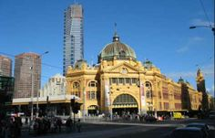 Melbourne – Family itinerary day one - Situated on the northern end of Port Phillip Bay, Melbourne is a diverse and multicultural city. While Melbourne is popularly known as the sporting and cultural capital of Australia with fantastic food, vibrant nightlife, exciting festivals and events, it also offers a diverse range of interesting attractions suitable for families.