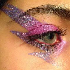 Glitter makeup for Carnival - Luiza Gomes, Glitter make-up for carnival see many glitter make-up inspirations, learn how to put glitter on your face. Eye Makeup, Makeup Art, Makeup Tips, Beauty Makeup, Makeup Ideas, Kesha Makeup, Glam Rock Makeup, Clown Makeup, Halloween Kostüm
