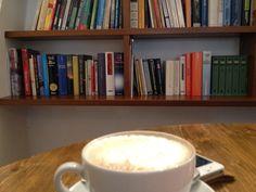 Kaffee und Bücher - in Erlangen in der Enoteca - so beginnt der Tag!