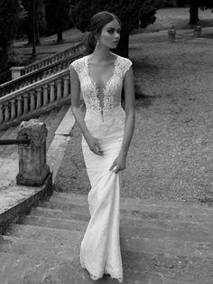 Fourreau Col en V Appliqués Traîne mi-longue Satiné Robes de Mariée
