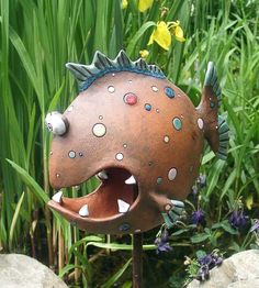 Need a bit of yard art? This snarky little guy might fill the bill. Need a bit of yard art? Ceramics Projects, Clay Projects, Clay Crafts, Ceramic Animals, Clay Animals, Ceramic Clay, Ceramic Pottery, Yard Art, Clay Fish