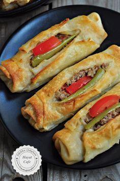 Minced Puff Pastry- Kıymalı Karnıyarık Böreği filling and pastry-kariyarik- - Pastry Recipes, Meat Recipes, Cooking Recipes, Chicken Recipes, Easy Cooking, Healthy Eating Tips, Healthy Snacks, Dinner Healthy, Healthy Recipes