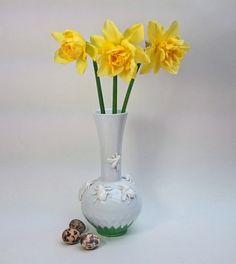 Vase Upcycled Art Porzellan Insekten auf der Wiese von SuseundMuse