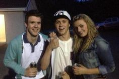 Twitter / 1DUpdatesOnline: New photo of Niall with fans ...