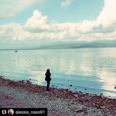 #Repost @alessia_naso91  Fai che il tuo cuore sia come un lago. Con una superficie calma e silenziosa. E una profondità colma di gentilezza (Lao Tzu)   #lagotrasimeno #lago #umbria #italia #fugadallacittà #relax #autunno #me #paesaggio #nuvole #lakelife #lakelove #lake #trasimenolake #visititaly #visitumbria #visittrasimeno #castiglionedellago #italy #landscape #autumncolors #autumn #autumnlandscape #sky #clouds #cloudporn #skyporn #instapic