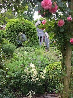 schuurtje-tussen-planten, cottage garden, houten tuinhuisje Outdoor Living, Shed, Patio, Was, Cottages, Garden Ideas, Gardens, Blog, Outdoor Life