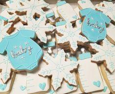 Winter wonderland baby shower cookies  #carinaedolce www.carinaedolce.com www.facebook.com/carinaedolce Cookie Favors, Baby Shower Cookies, Sugar Cookies, Winter Wonderland, Facebook, Party, Food, Meal, Essen