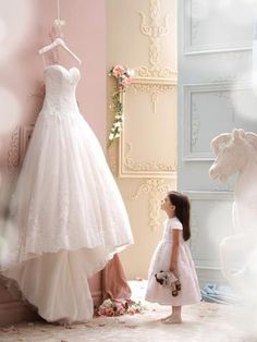 New Arrival robe de mariage High Quality Cheap Price Wedding Gowns Western Style Luxury Lace Sweetheart Wedding Dresses 2016 Wedding Picture Poses, Wedding Photography Poses, Wedding Poses, Wedding Photoshoot, Wedding Dress Pictures, Before Wedding Pictures, Wedding Family Photos, Vintage Wedding Photography, Wedding Images