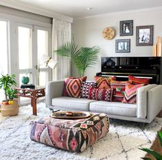 Make your Living room all the more beautiful, cozy, relaxing & boho chic with a bohemian decor. Here are the best Bohemian living room decor ideas for Pillow Room, Living Room Pillows, Boho Living Room, Home And Living, Living Room Decor, Bedroom Decor, Bohemian Living, Boho Room, Couch Pillows