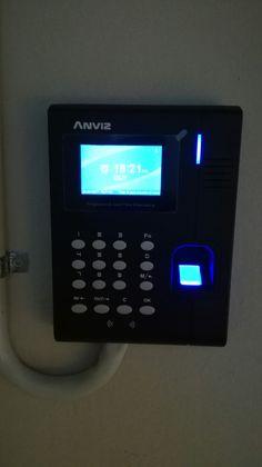 Instalación de control de Presencia en empresa con equipo de #Anviz distribuido por #bydemes. Equipo que registra la hora de entrada y salida de los empleados mediante huella dactilar, tarjeta de proximidad o código. Mediante software, se puede controlar las entradas/salidas de los empleados así como hacer reporte de las horas que realizan durante el mes.... Gestión de altas y bajas. #sertectelecomunicacions, #elmasnou, #anviz, #bydemes. www.videoporterosyantenas.com