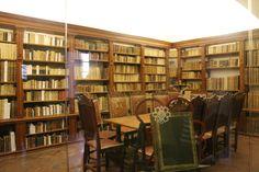 Biblioteca del museo:  Parte   importante de este sitio  es el Templo de San Francisco Javier, iglesia del ex colegio jesuita, como sabemos antes solo los religiosos y gente adinerada tenían acceso a la información.