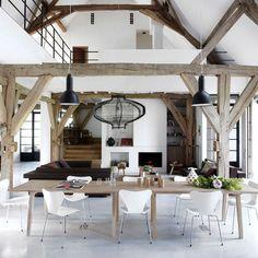 Une salle à manger douce et raffinée qui fait honneur au bois