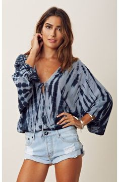Blu Moon Kimono Criss Cross Top Features a crossover bodice with deep V-neck and adjustable tie at bust, tie dyed kimono sleeves and a blouson bodice with gathered elastic hem. Boho Fashion, Fashion Beauty, Fashion Outfits, Womens Fashion, Pretty Outfits, Cute Outfits, Shibori, Criss Cross Top, Blazers