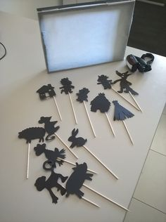 Shadow theater, super easy to do and great fun for storytelling vi Kids Crafts, Preschool Crafts, Arts And Crafts, Montessori Toddler, Toddler Preschool, Infant Activities, Activities For Kids, Games For Kids, Diy For Kids