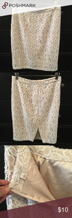 Sz 4 Eva Mendes Pencil Skirt-- white and beige Size 4 NY&Co brand Eva Mendes Pencil Skirt. Zips at back. It is beige with a white and beige quilted/ lace like overlay. Sits right below the knee. I feel this brand runs a tad big-- will fit someone who normally wears a 6 and maybe 4 sometimes. It's not see thru. Worn once, in excellent condition. New York & Company Skirts Pencil