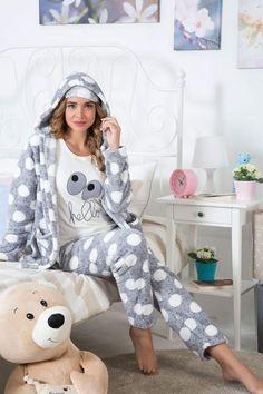 Stay Home and Stay Stylish: 12 Cute Pajama Outfits for Lazy Days Couple Pajamas, Girls Pajamas, Pijamas Women, Cosy Outfit, Bath Robes For Women, Cute Pjs, Jogging, Cute Sleepwear, Pajama Outfits