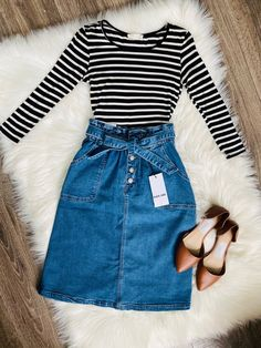 *Pre-Order Ships Thursday Denim Paper Bag Bow Tie Skirt – The Darling Style Skirt Outfits Modest, Denim Skirt Outfits, Modest Dresses, Teen Dresses, Modest Wear, Modest Clothing, Casual Dresses, Outfits With Jean Skirt, Modest Winter Outfits