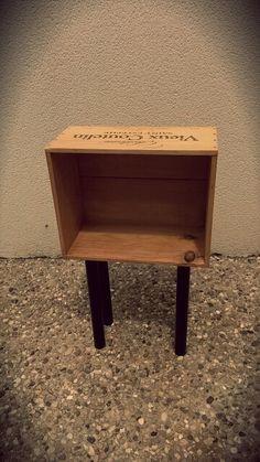 Table de chevet une caisse de vins avec son couvercle - Table de chevet caisse de vin ...