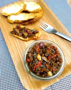 Antepasto italiano de berinjela (caponata) - COZINHANDO PARA 2 OU 1 Veggie Recipes, Appetizer Recipes, Vegetarian Recipes, Cooking Recipes, Healthy Recipes, Appetizers, I Love Food, Good Food, Yummy Food