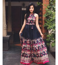 Top 9 Dussehra Outfits Inspirations That Are Trending in 2019 - AmigurumiHouse Stylish Dresses, Cute Dresses, Beautiful Dresses, Casual Dresses, Fashion Dresses, Dress Indian Style, Indian Dresses, Indian Outfits, Kurti Designs Party Wear