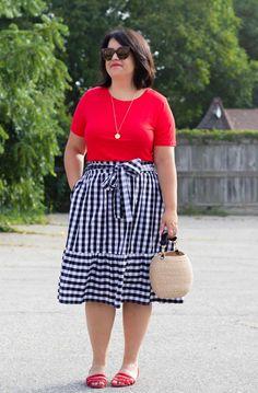 Curvy Friends – Plus size photos, plus size fashion and plus size tips Big Girl Fashion, Curvy Fashion, Plus Size Fashion, Retro Fashion, Mesh Dress, Belted Dress, Striped Dress, Summer Work Outfits, Summer Outfits Women