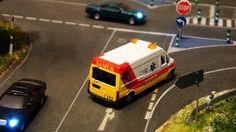 SAMUR. Ayuntamiento de Madrid. Escala H0.  Imágenes de una ambulancia con la librea del SAMUR del Ayuntamiento de Madrid.