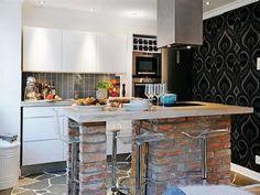 Kleine Einbauküche In Moderner Gestaltung Mit Einem Robusten Kochinsel, Der  Als Tisch Dint Und Aus