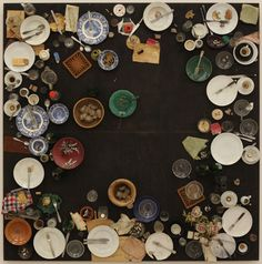 Hahn's avondmaal ~ 1964 ~ Objecten en etenswaren voor een diner van 16 personen op houten paneel ~ 200 x 200 x 38 cm. ~ Museum Moderner Kunst, Wenen ~ © DACS, 2015