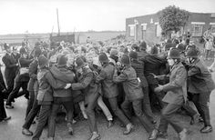 Miners Strike Anniversary: 30 Powerful Images Show The Raw Emotion Of Year-Long Protest 30 Year Anniversary, Anniversary Pictures, Uk History, British History, British Press, British Steel, Powerful Pictures, Punk, Coal Mining