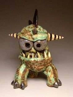 Oregon Pottery master James DeRosso goes to the wild side with monster figures. Ceramic Pinch Pots, Ceramic Clay, Ceramic Pottery, Pottery Art, Pottery Designs, Pottery Ideas, Ceramic Monsters, Clay Monsters, Ceramic Animals