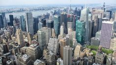 Flug & Städtereise nach New York. Sehenswürdigkeiten ... New York City, Hotels, Nyc, San Francisco Skyline, New York Skyline, Travel, New York Tourist Attractions, Travel Report, City
