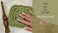 Fundo de cesto quadrado (Ponto baixo centrado) - YouTube Crochet Clutch Pattern, Crochet Motif, Crochet Stitches, Crochet Patterns, Crochet Video, Crochet Box, Crochet Hats, Crochet Handbags, Crochet Purses