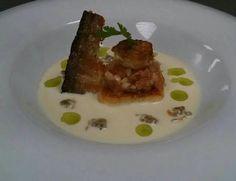 Tartar de salmón con gazpacho de coco