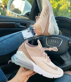 The 50 best Nike shoes 2019 can really make you cooler. Page 33 Wil Nike sch. The 50 best Nike sho Me Too Shoes, Women's Shoes, Shoe Boots, Shoes Sneakers, Green Sneakers, Kicks Shoes, Shoes Style, Platform Shoes, Baskets Louis Vuitton