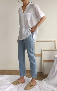 how to style mom jeans for women
