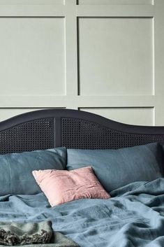 Tranquil Dawn announced as Colour of the Year for 2020 according to DULUX Black Bedroom Decor, Bedroom Green, Bedroom Colors, Black Bedrooms, Gothic Bedroom, Apartment Decoration, Decoration Bedroom, Boho Glam Home, Hallway Colours