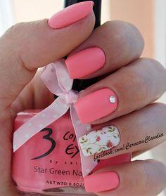 Flowers Nails #pinkmani #accentnail #nailart - bellashoot.com