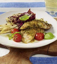 Unser beliebtes Rezept für Gegrilltes Welsfilet mit Salat und mehr als 55.000 weitere kostenlose Rezepte auf LECKER.de.