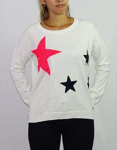 Sweater Blanco Estrellas (Oasis) $549.00 Oasis, Christmas Sweaters, Graphic Sweatshirt, Sweatshirts, Fashion, Templates, White Sweaters, Stars, Wraps