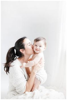 Mom And Baby Photography Discover baby-photography-los-angeles-area Mother Baby Photography, Children Photography, Newborn Photography, Family Photography, Breastfeeding Photography, Photography Lighting, Photography Courses, Wedding Photography, Mother And Baby