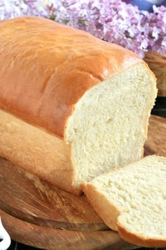 White Bread Recipe: Try this white bread recipe and learn the secret to have the softest and most pillowy homemade white bread you can ever make without using commercial or synthetic bread softener. Because Madiss asked for it, so here it is! Loaf Recipes, Banana Bread Recipes, Cake Recipes, Baking Recipes, Menudo Recipe, Spanish Bread, Filipino Recipes, Filipino Dishes, Filipino Food