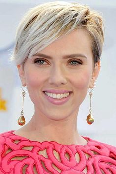 What will be the motive guiding the ever-increasing range of women preferring the pixie slice? Effectively, to start with, pixie hairstyle is neat to carry. Pixie Haircuts 2015, Hot Haircuts, Summer Haircuts, 2015 Hairstyles, Pixie Hairstyles, Celebrity Hairstyles, Summer Hairstyles, Lob Hairstyle, Undercut Pixie