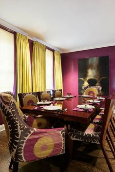 Aubergine and Chartreuse or Acid Yellow-- courtesy Linsey Coral Harper and Elle Decor Purple Dining Chairs, Dining Table Chairs, Dining Rooms, Kitchen Tables, Dining Furniture, Colour Combination For Hall, Color Combinations Home, Color Combos, Sofas