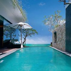 The pool villas at Anantara Uluwatu (Bali, Indonesia) ocean feature an infinity pool plain concrete with the color of the water merges with the sea Infinity Pools, Outdoor Pool, Indoor Outdoor, Outdoor Living, Indoor Pools, Pool Spa, Beautiful Pools, Beautiful Places, Swimming Pool Designs