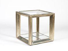 Elegante y minimalista mesa de centro o auxiliar de forma de cubo, estructura de madera de teka y parte inferior adornada con espejos. De Taller de las Indias. http://www.aqdecoracion.es/muebles-auxiliares-1/mesas-de-cafe-y-auxiliares-56/