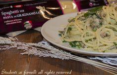 Spaghetti con vongole e pangrattato in salsa al prezzemolo