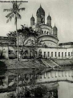 Dakshineswar Kali Temple in Calcutta India Rare Pictures, Rare Photos, Old Photos, Indian Eyes, Indian Architecture, Hindu Art, Sacred Art, India Travel, Kolkata