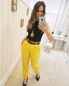 Looks Style, Ideias Fashion, Khaki Pants, Shorts, Straight Trousers, Yellow, Black, Templates, Vestidos